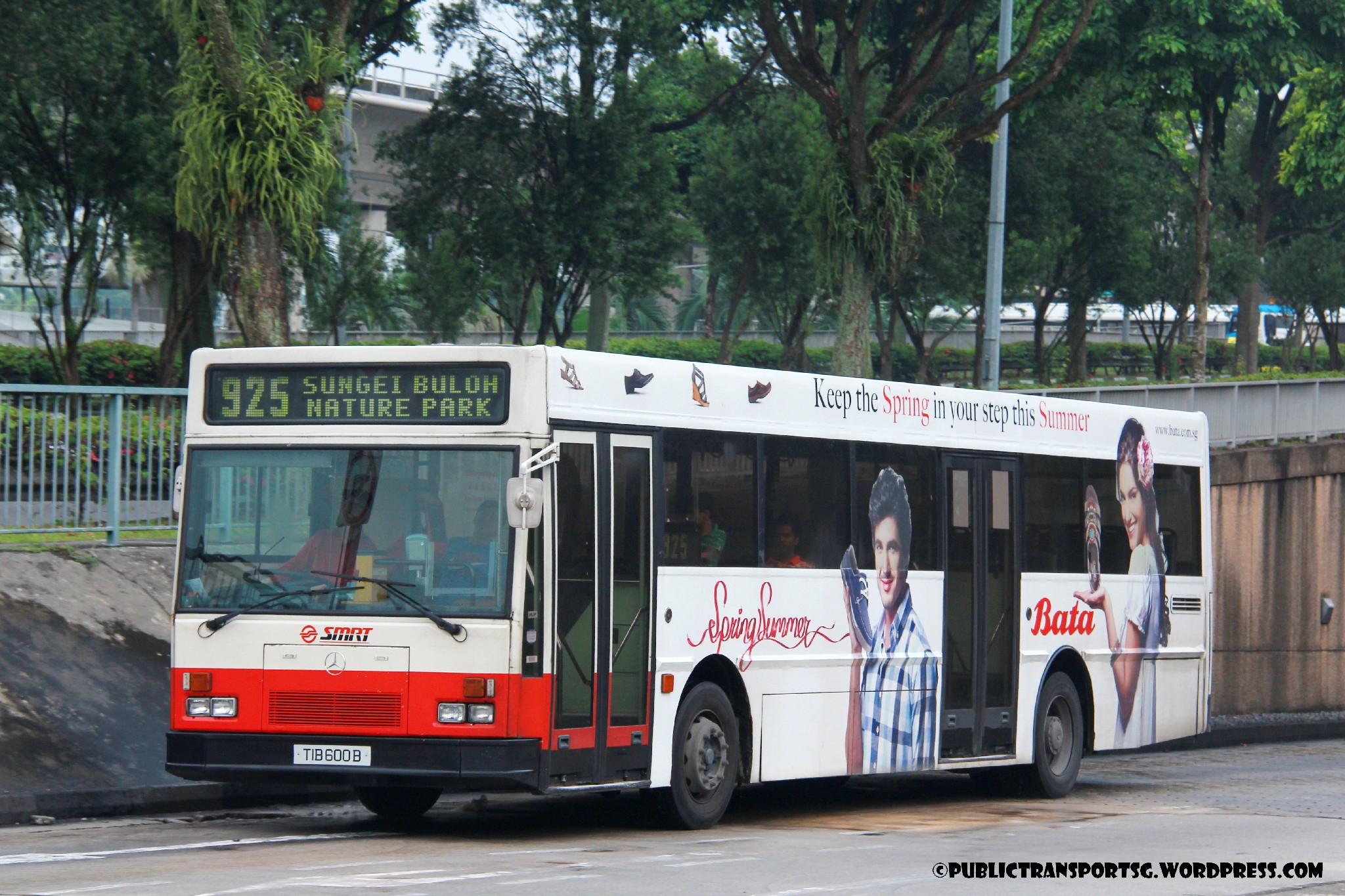 Smrt bus service 925 925 public transport sg for Mercedes benz service charges
